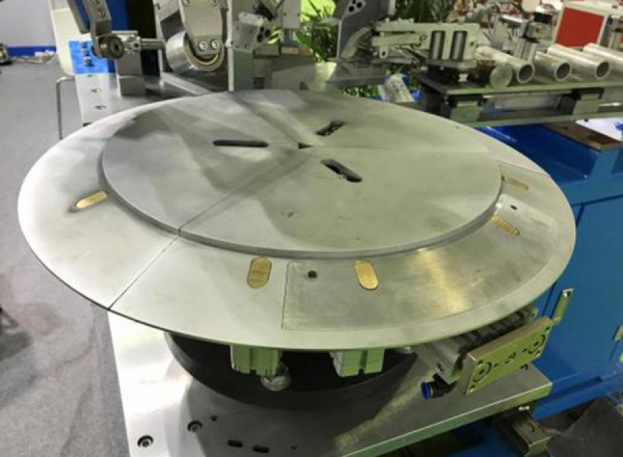 Bead apex fitting machine for PCR tire
