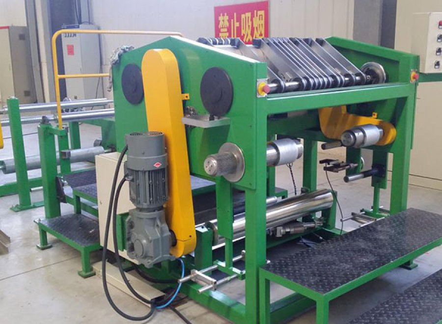 Multi-blade slitter for rubber sheet