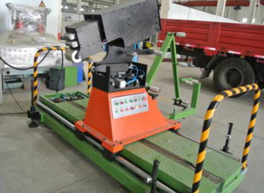 Intelligent tread strip winding machine for bias OTR/AGR tire